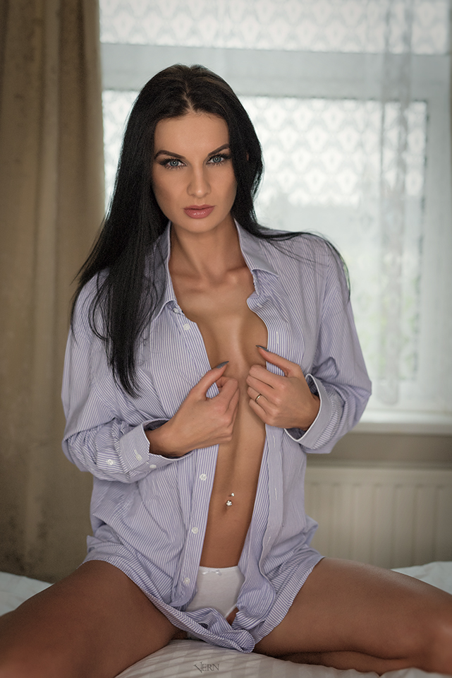 Amber Rickard Nude Photos 3